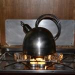 Nog geen gas dus thee van theelichtjes, hoe toepasselijk